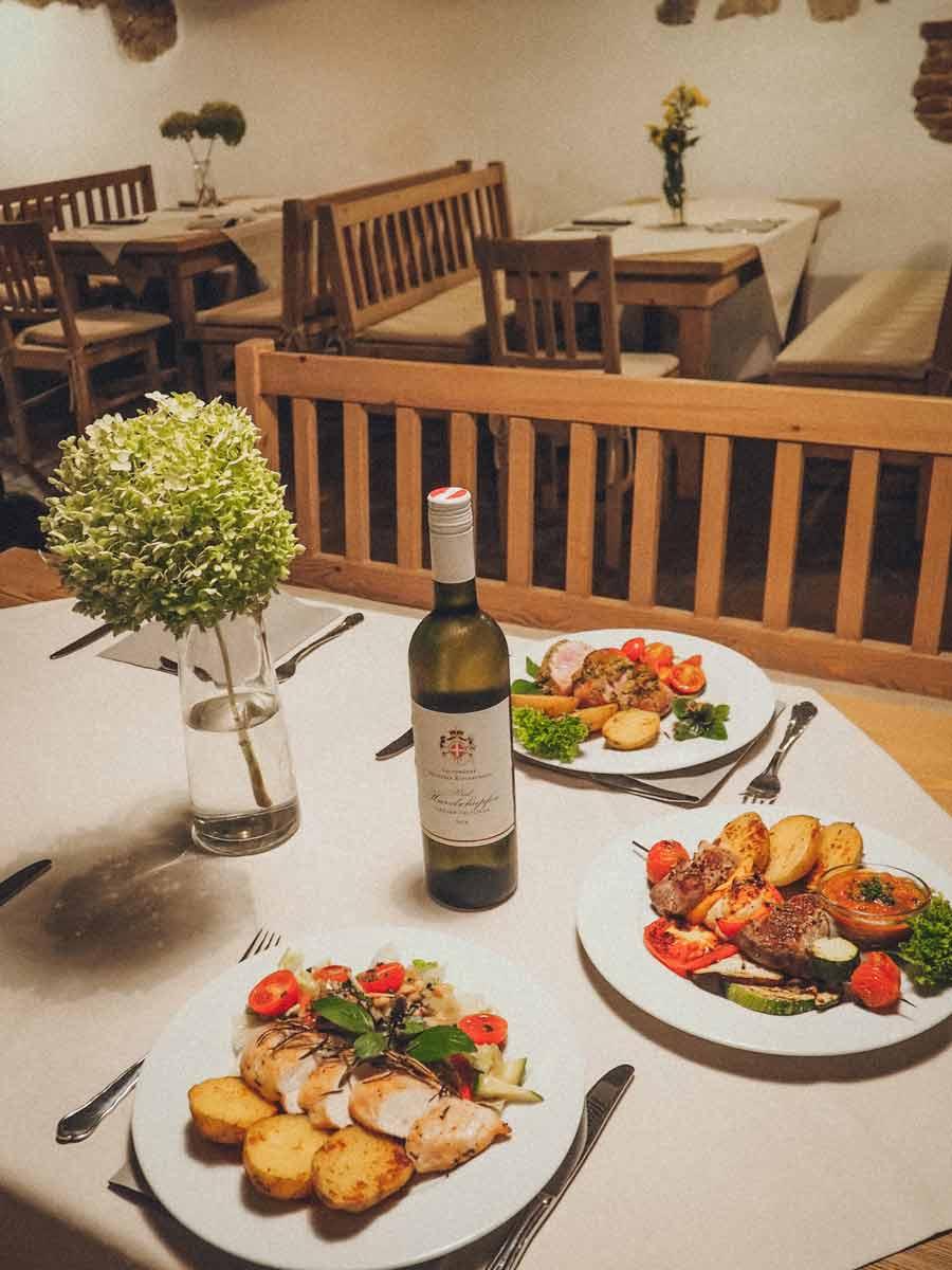 yellofromtheegg, schlosshotel mailberg, restaurant schlosskeller